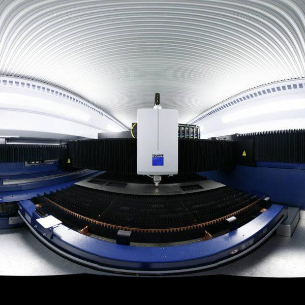 Inside einer Laserschneidemaschine bei Schages